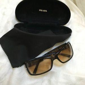 🎉🎉HP🎉🎉Prada Men's Sunglasses, Case & Cloth